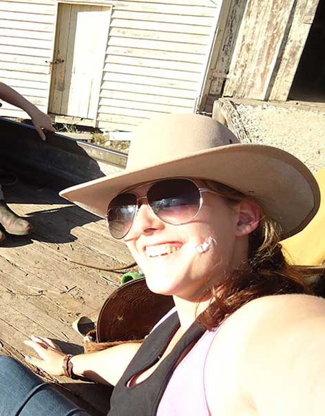 Australisches Cowgirl auf Farm